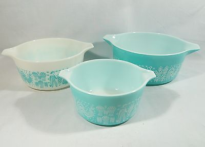 3 VINTAGE PYREX Mixing BOWLS Amish NESTING Handle Turquoise White EXCELLENT
