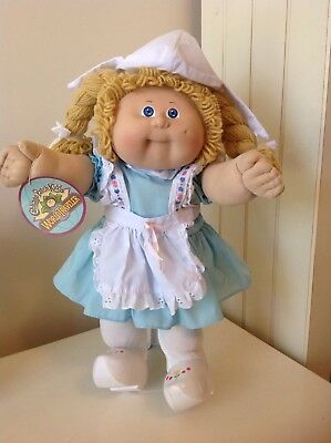 Cabbage Patch World Traveller Holland - Complete Outfit Inc Hat, Shoes & Diaper
