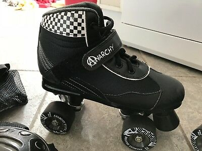 Anarchy Mayhem quad skates size 5, wrist, knee and elbow guards