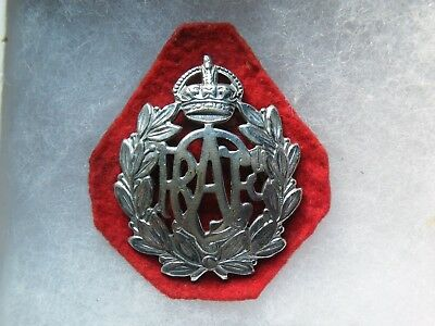 Cap badge Royal Canadian air force WW II avec backing