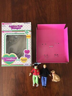 Vintage DOLL HOUSE  FAMILY HORSMAN  TEENAGERS  6022-8 GIRL BOY DOG 1993