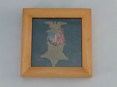 Civil War Grand Army Of The Republic Medal 1861 Veteran 1866 in Wooden Frame