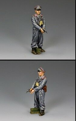 KING AND COUNTRY SPG Officer with Pistol WW2 WS343