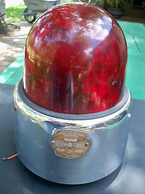 Vintage Federal Sign and Signal Beacon Ray Red Model 17 W/ Badge & Working