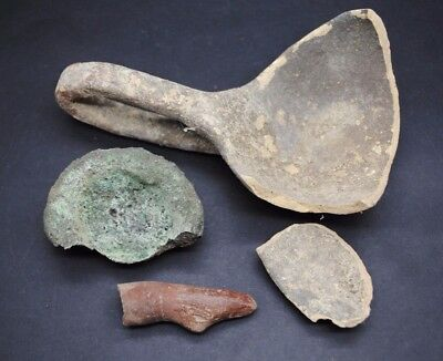 Mixed group of ancient fragments, bronze and terracotta
