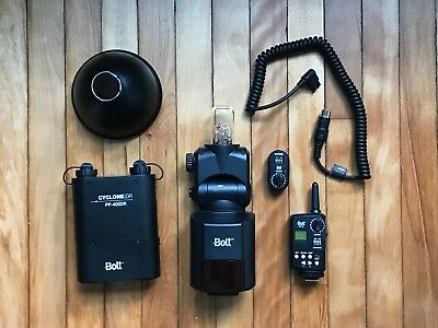 Bolt VB 22 Flash with battery and radio transmitter kit
