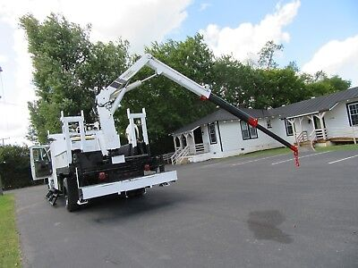 2004 International CREW CAB 4300 DT466 Crane Truck 27' Reach
