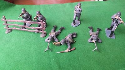 1.32 Scale WWII German Infantry 7 Figures hand painted with Fence