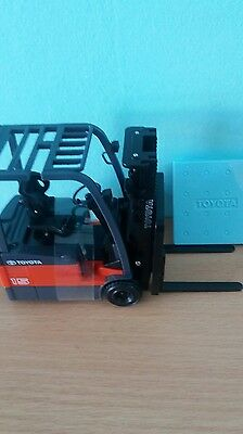 TOYOTA 7FBE15 Die Cast Forklift Model scale 1/23.new with box.