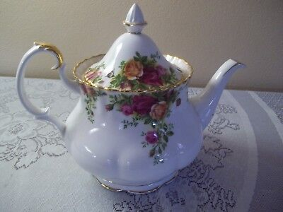 Royal Albert Old Country Roses  Tea Pot -1962 England