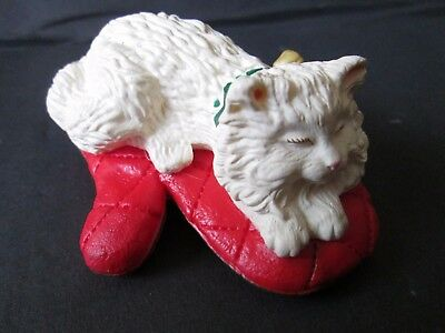 Unbranded Clip-on Cat on Oven Mitt Ornament Resin 3""