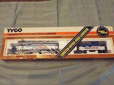 Tyco HO Midnight Special 1060 Locomotive with Matching Caboose