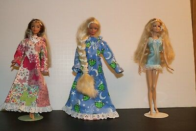 1966 Braid, 1999 Pink, 2003 Blond Barbie dolls with stands unknown names set 8