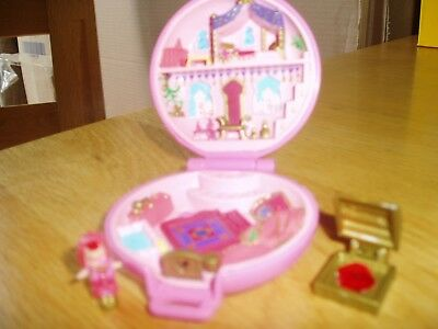 VINTAGE polly pocket Compact playset. Complete with figure and jewel