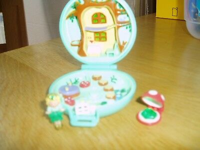 VINTAGE polly pocket compact playset figure and jewel