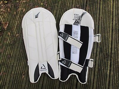 CHASE Wicket Keeping Pads  BRAND NEW   MEDIUM MENS  WHITE  KEEPERS PAD BNIB