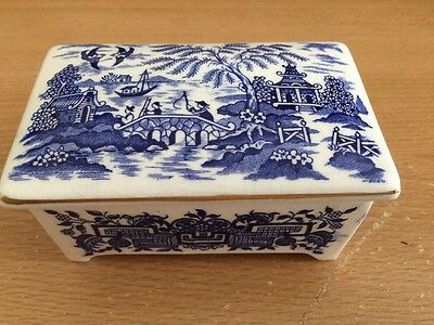 HILLCHURCH POTTERY Willow Hand Engraved Pattern Staffordshire England trinket