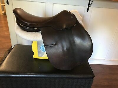 """17.5"""" Crosby Close contact saddle American horse show edition"""