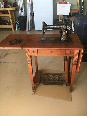 Working Antique 1919 Singer Sewing Machine in Cabinet.  Local pickup zip 16033