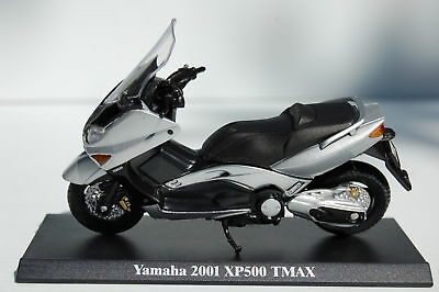 YAMAHA XP500 TMAX  1/18th   MODEL  MOTORSCOOTER