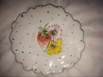JULIE WHITMORE POTTERY SMALL STRAWBERRY AND FLOWERS PLATE 4 1/4 inch MINT
