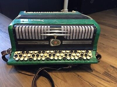 accordion, great condition plays perfectly