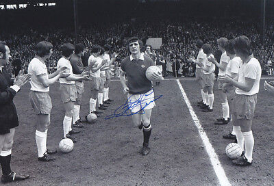 *REDUCED PRICE* HAND SIGNED 12x8 PHOTO MAN UNITED 1975 STEVE JAMES