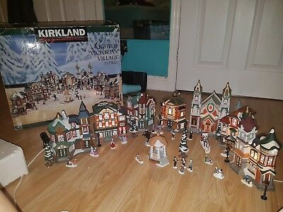 Kirkland Signature LIGHTED VICTORIAN VILLAGE Christmas set 37pc