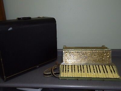Vintage Lo Duca Bros Milwaukee Wisconsin Accordion 120 Bass Soprani Paolo & Case