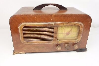 PHILCO 41-221, SW/AM tube radio (partly working) for parts or repair. (ref 178)