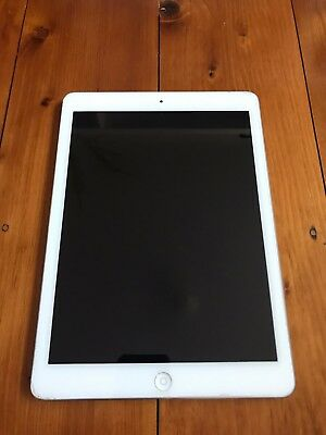 Apple iPad Air 32GB, Wi-Fi, 9.7in - Silver Tablet - No working Os