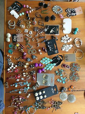 A Wholesale Joblot of Jewellery Over 330 Items Necklace, Bracelet, Rings