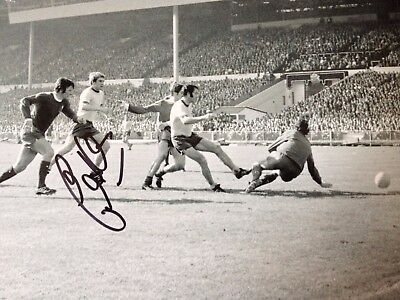 Eddie Kelly - Arsenal  Legend - Excellent Signed B/w Wembley Photograph