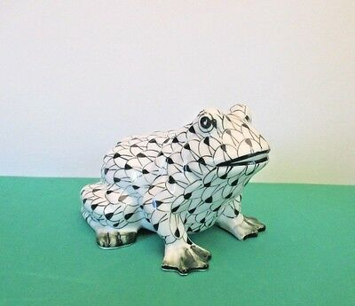 Andrea by Sadek Hand Painted Green Fishnet Frog, Thailand