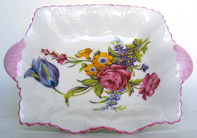 SHELLEY - Very Pretty Wild Flowers Pattern on a fluted Pin Dish - c1938 - 1966