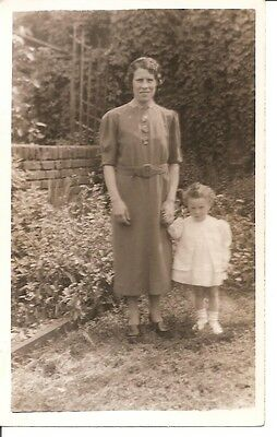 VINTAGE REAL PHOTO POST CARD Mother with little girl