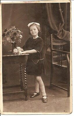 VINTAGE REAL PHOTO POST CARD Lovely girl