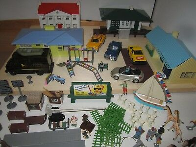 O Scale Plasticville, With O Scale Accessories Lot Aa