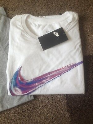 New With Tags Men's Nike Tshirt size men's small