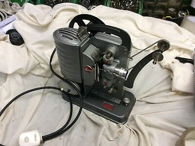 Vintage Noris 8 junior projector with case make a nice display piece