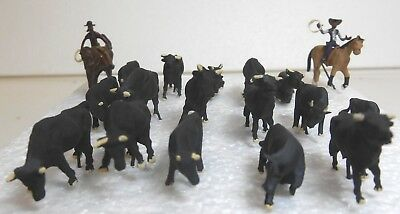 HO HOn3 Cattle Drive 16 Cattle with 2 Mounted Cowboy Drovers