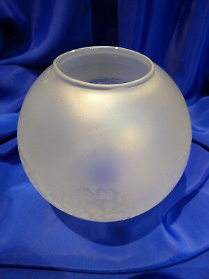 GLOBE DE LAMPE A PETROLE EN VERRE SATINE & DECOR . H 115 mm D 60 mm. REF 5028