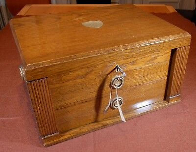 Beautiful and old box of drawers in oak wood R2240269