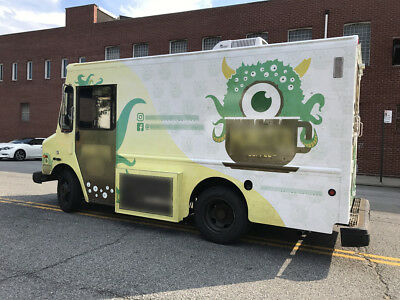 2003 WORKHORSE P42 Espresso Bar and Pasteries Food Truck