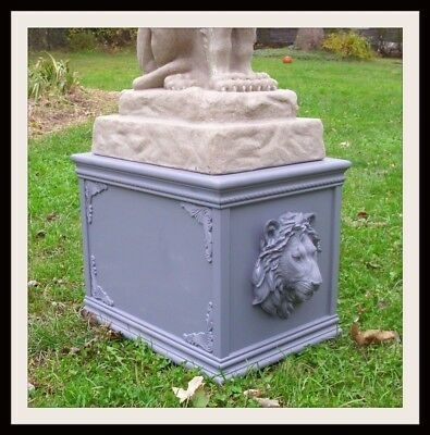 CONCRETE MOLD Detailed sitting Lion with base Latex rubber
