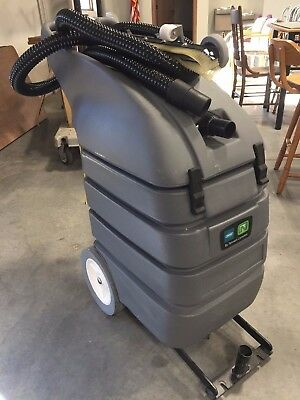 """Tennant/Nobles V-WD-15 15-gal. Wet/Dry Vacuum with 26"""" squeegee"""