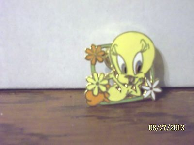 1998 Warner Bros Looney Tunes Tweety Bird With Flowers Metal Pin