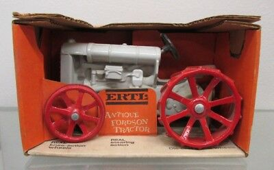 Vintage 1970's 1:16 scale Fordson Antique Toy Tractor ERTL Die-cast Metal #804