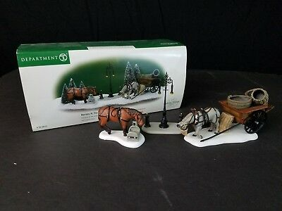 DICKENS VILLAGE Accessory Dept 56 HORSES AT THE LAMPGUARD #58531 with Box