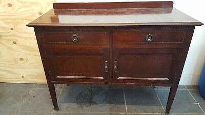Antique Dresser with wheel good condition as seen on the pictures.